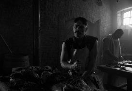 A hentes, a k*rva és a félszemű (2017) – kritika